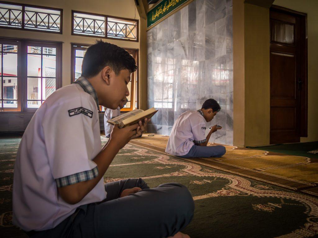 FAisal mengaji di kelas tahsin & Tahfidz